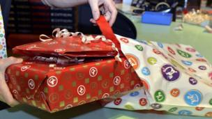 Laschar ir audio «La cifra – 349 francs per regals da Nadal».
