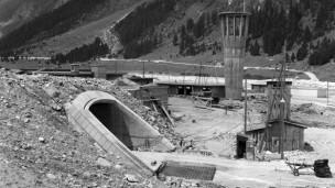 Laschar ir audio «50 onns San Bernardin – il tunnel che collia e separa».