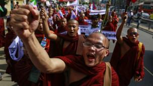 Laschar ir audio «La fatscha violenta dal budissem».