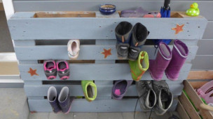 Audio «Upcycling: Wie aus einer Palette ein Schuhalter wird» abspielen.