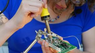 Audio «Löten: Die Grundlage, um Elektronik zu reparieren» abspielen.