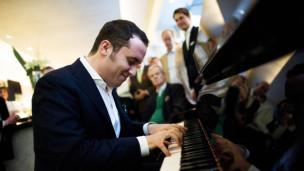 Audio «Blick durch halb geöffnete Türen – der Pianist Igor Levit» abspielen.