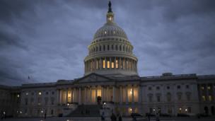 Audio «US-Ämter bleiben geschlossen - Senat kann Shutdown nicht abwenden» abspielen.