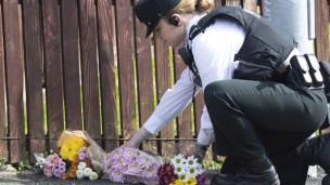 Audio «Tote bei Ausschreitungen in Londonderry» abspielen.