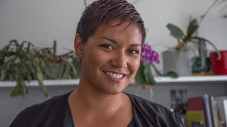 Laschar ir audio «Melanie Albin (31) è ina cumpogna universala».