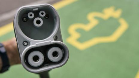 Audio «Ausgerechnet Erdöl-Exporteur Norwegen setzt auf Elektromobilität» abspielen.