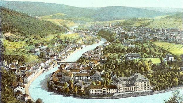 Stadt Baden mit Umland um 1900 auf einer Postkarte. Im Vordergrund das Bäderquartier.