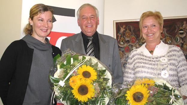 Karin Frei (l.) mit ihre beiden Gästen Heinz Aeschlimann und Theres Simonet.