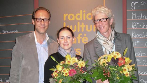DRS 1-Moderator Christian Zeugin mit seinen Gästen Evelyne Rast und Raphael Blechschmidt.
