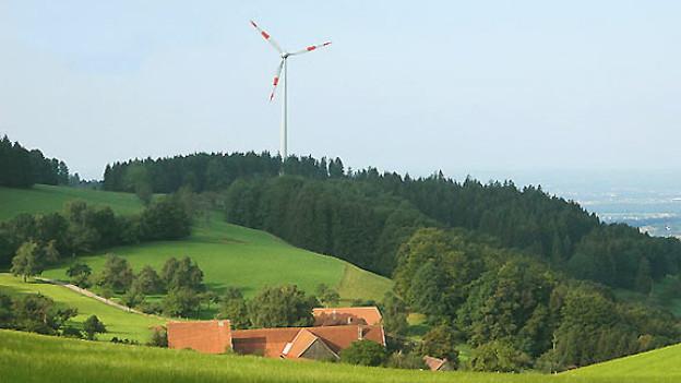 Windkraftanlage oberhalb Freiamt im Schwarzwald.