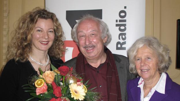 DRS 1-Gastgeberin Karin Frei mit Roland Jeanneret und Verena Kast.