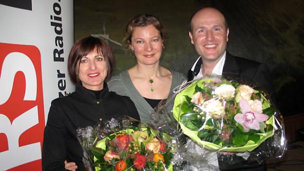Barbara Vogel, DRS 1-Gastgeberin Karin Frei und Lorenz A. Fischer.