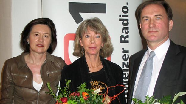 Katharina Kilchenmann (l.) mit Irmtraud Tarr und Hanspeter Flury.