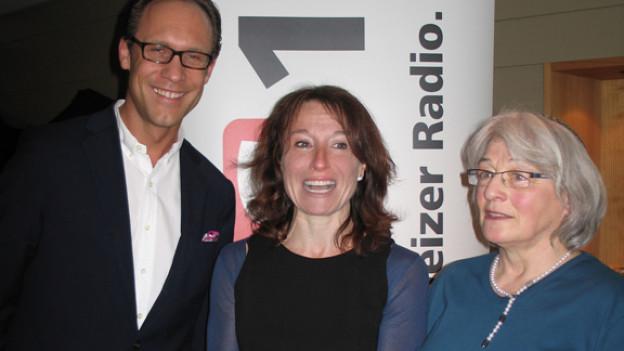 Christian Zeugin mit der Konfliktmanagerin Barbara Peyer und der Rabbinerin Bea Wyler.