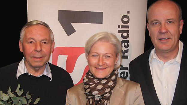 Der pensionierter Geschäftsleiter Josef Schmid, die Kommunikationschefin des Verkehrshauses Luzern und Gastgeber Daniel Hitzig.