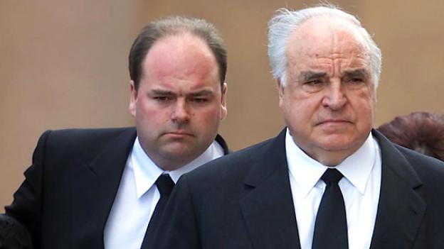 2001: Walter Kohl mit Vater Helmut Kohl.