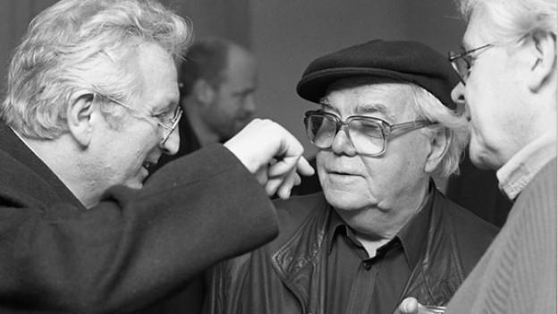 Max Frisch im Gespräch mit Peter Bichsel (l.) und Alexander J. Seiler (r.) an den Solothurner Filmtagen 1989.