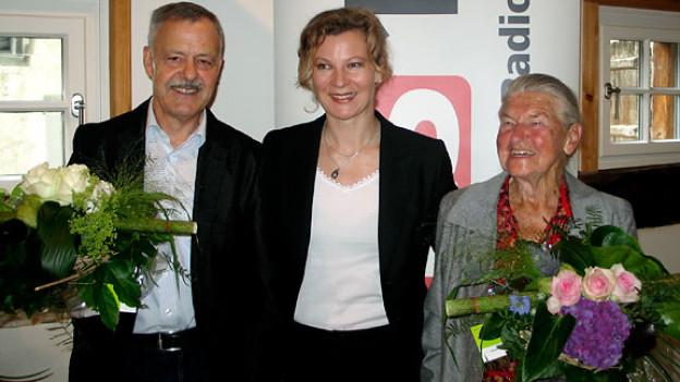 Brillenglas-Fabrikant Peter Müller, Gastgeberin Karin Frei und die ehemalige Hauspflegerin Paula Gnädinger.