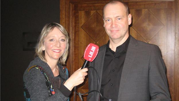 DRS-1-Redaktorin Luzia Stettler traf Simon Beckett an der Buchmesse in Leipzig.