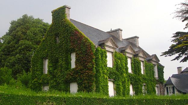 Das eigene Haus in der Schweiz könnte man zum Beispiel ferienhalber gegen ein bretonisches am Meer tauschen.