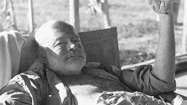 Hemingway präsentierte sich der Öffentlichkeit gerne als Lebemann und Macho.