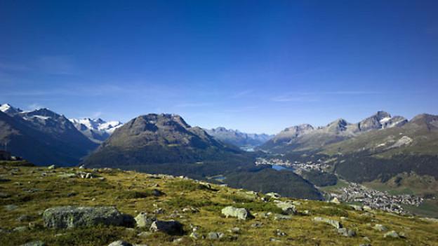 Blick von Muottas Muragl auf Engadiner Seen, Rosegtal, Celerina, St. Moritz. Im Hintergrund Piz Rosatsch, Piz da la Margna, Piz Julier und Piz Albana.