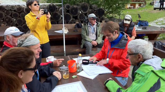 «Treffpunkt»-Gespräche auf Täschalp über Sicherheit in den Bergen.