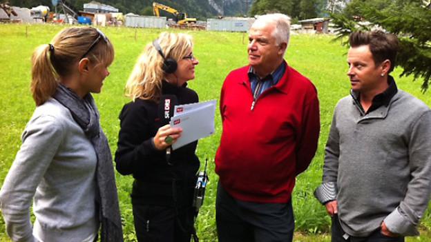 Francine Jordi, Peter Brunner vom Talmuseumsverein und Florian Ast zu Gast bei Ladina Spiess.