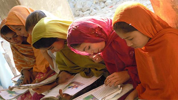 Die Glückskette widmet sich in Pakistan dem Aufbau von Schulen (HEKS-Projekt).