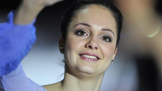 Europameisterin Sarah Meier verabschiedet sich zum Schluss er Europameisterschaften 2011 in Bern vom Publikum.