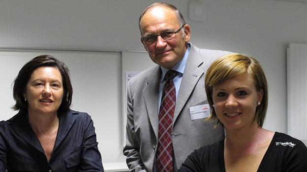 Katharina Kilchenmann, Walter Kirchschläger und Ariella Käslin (v.l.n.r.).