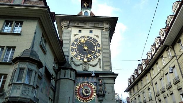 Der Berner Zytgloggen mit Astrolabium, Figurenspiel und Uhr.