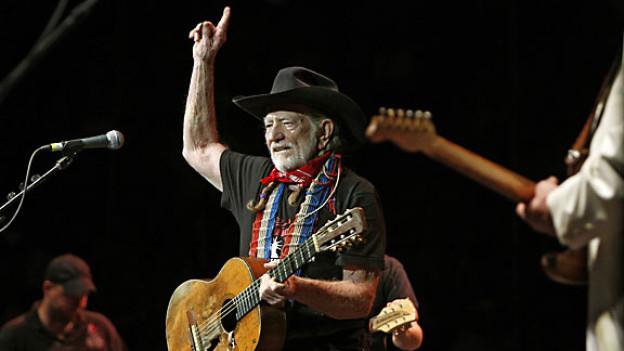 Willie Nelson gibt ein Konzert für die Opfer der Waldbrände in Texas, Oktober 2011.