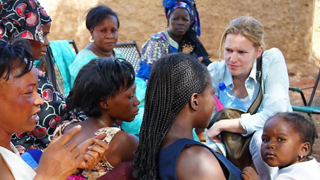Erschütternde Realität in den Hinterhöfen von Bamaku: Kathrin Hönegger besucht Prostituierte.