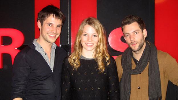 Georg Dillier (Bass), Anna Rossinelli (Gesang) und Manuel Meisel (Gitarre).