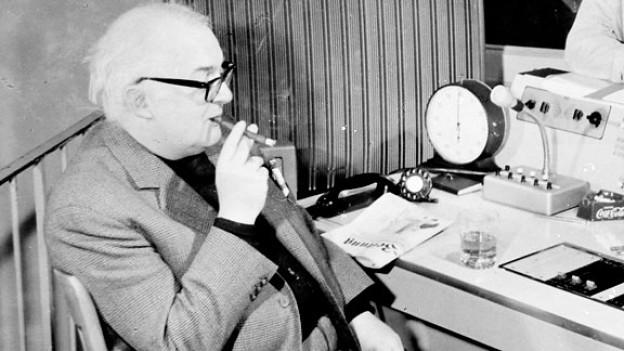 Friedrich Dürrenmatt im Radio Studio Zürich, ca. 1968.