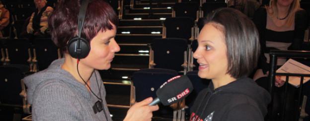 DRS 1-Moderatorin Simone Hulliger mit Sarah Meier.