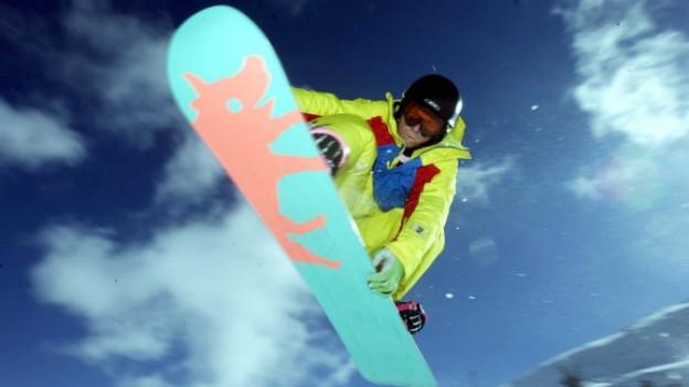 Snowboarden ist für Träger von künstlichen Hüft- oder Kniegelenken weniger geeignet.