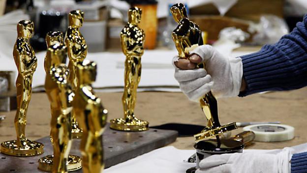 Die Oscars werden hergestellt für die 84. Academy Awards in Hollywood, 2012.
