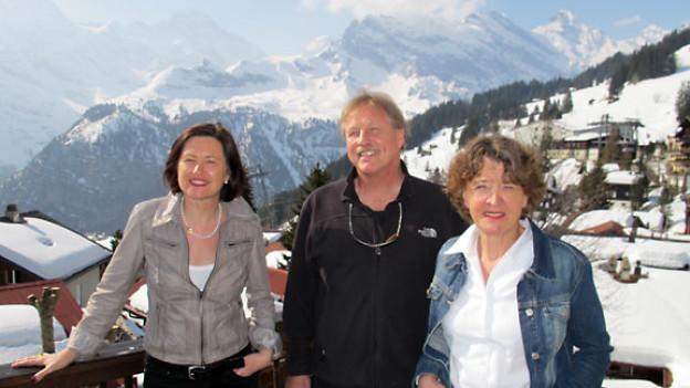 DRS 1-Gastgeberin Katharina Kilchenmann, Gebirgsmediziner Bruno Durrer und Produktmanagerin Anne-Marie Götschi.