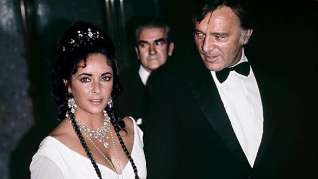 Elizabeth Taylor besucht 1969 mit Richard Burton die Filmpremiere von «Staircase» im Carlton Theatre Haymarket in London.
