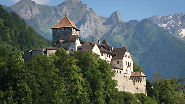 Erstmals wird das Schloss 1322 urkundlich erwähnt. Schloss Vaduz ist die Residenz der Landesfürsten. Es kann nicht besichtigt werden.
