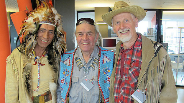 Die Gäste im «Winnetou»-Treffpunkt: Hans Mändli hat sich während der Sendung in einen Indianer verwandlet. Musiker und Indianer Angy Burri hat aus seinem Leben erzählt. Elmar Elbs ist Leiter der Karl May Freunde in der Schweiz und als Old Shatterhand in der Sendung erschienen.
