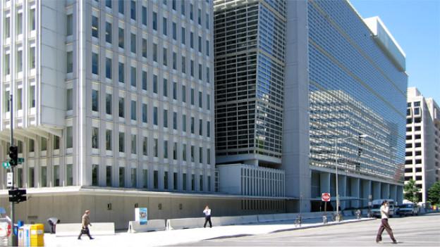 Die Weltbank beschäftigt etwa 10'000 Mitarbeiter. Ein Teil davon arbeitet am Hauptsitz in Washington.