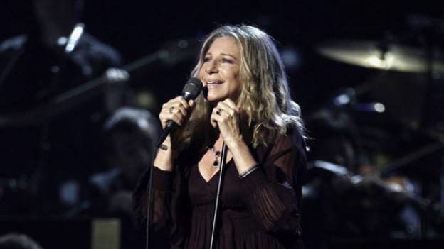 Barbra Streisand bei den Grammy Awards 2011