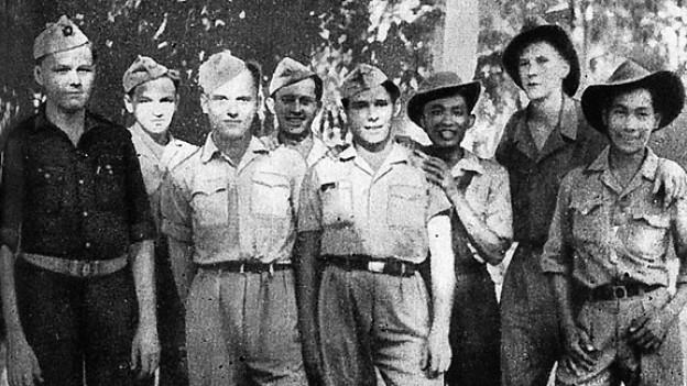 Als Rudy Schröder im Oktober 1948 an Hepatitis erkrankte, wurde Emil Selhofer (4. von rechts) zeitweilig Anführer des «Détachement Tell» und versuchte in jener kampffreien Zeit die Überläufer mit sportlichen Aktivitäten bei Laune zu halten.