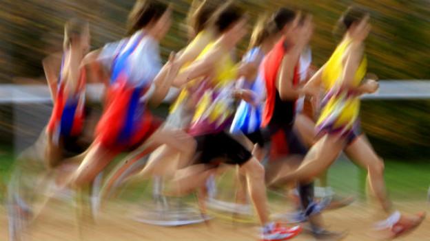 Laufen in der Gruppe macht vielen mehr Spass. Man soll sich selber jedoch nicht überfordern.
