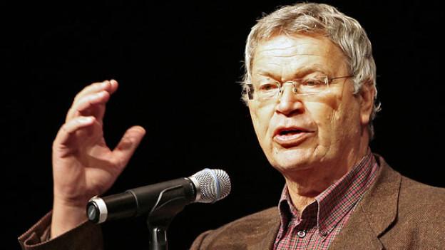 Gerhard Polt wird 2007 im Volkstheater in München mit dem Karl-Valentin-Preis geehrt.