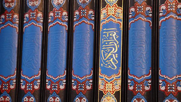 Im Koran gibt es verschiedene Textstellen, die die Gläubigen zum Fasten anhalten. Ramadan wird immer im neunten Monat des islamischen Mondkalenders gehalten.
