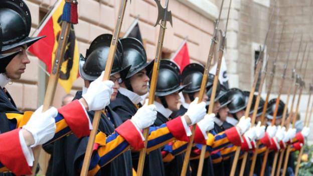 Seit 1506 schützt die Schweizer Garde den Papst und seine Residenz.